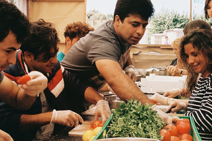 cuisine-et-independance-des-chefs-s-engagent-pour-aider-les-refugies-ok-noemiem384691